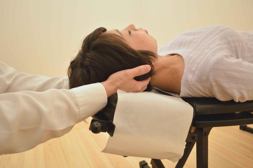 頸椎の施術写真|名古屋